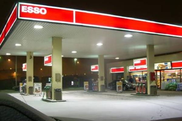 stazione-benzinaEA279BDB-BC17-288F-BE4F-92C6B59D652A.jpg