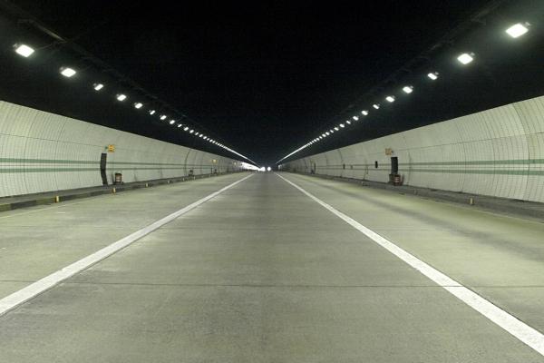 tunnelF606E6C6-272D-8DB7-2D89-0A083A6666F7.jpg